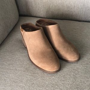 BRAND NEW Toms Mules